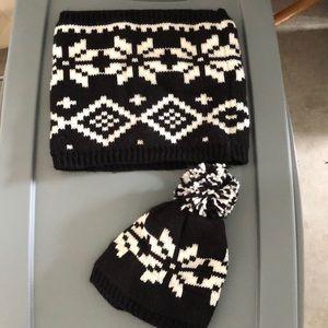Xhilaration Winter Hat and Cowlneck Warmer Set